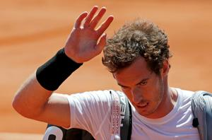 Andy Murray of Britain leaves the court after being defeated by Novak Djokovic of Serbia during their men's semi-final match at the French Open tennis tournament at the Roland Garros stadium in Paris, France, June 6, 2015.                  REUTERS/Pascal Rossignol TPX IMAGES OF THE DAY