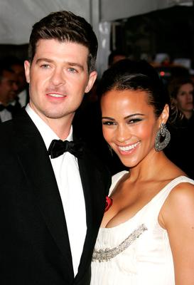 """Composer Robin Thicke (L) and wife actress Paula Patton attend the Metropolitan Museum of Art Costume Institute Benefit Gala """"Poiret: King Of Fashion"""" at the Metropolitan Museum of Art on May 7, 2007 in New York City.  (Photo by Peter Kramer/Getty Images)"""