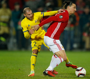 FC Rostov's Timofei Kalachev tries to challenge Manchester United's Zlatan Ibrahimovic. Photo: Reuters
