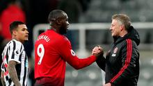 Manchester United interim manager Ole Gunnar Solskjaer shakes hands with Romelu Lukaku at the end of the match   REUTERS/Scott
