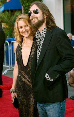 "Actress Kate Hudson and Chris Robinson arrive at the premiere of ""Skeleton Key"" at Universal Studios Cinema at Universal City Walk on August 2, 2005 in Universal City, California. (Photo by Frederick M. Brown/Getty Images)"
