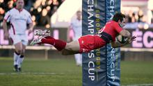 Toulon's Argentinian fly-half Nicolas Sanchez scores  during the Champions Cup match between against Ulster at the Mayol stadium