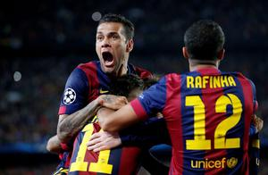 Football - FC Barcelona v Bayern Munich - UEFA Champions League Semi Final First Leg - The Nou Camp, Barcelona, Spain - 6/5/15 Barcelona's Neymar celebrates after scoring their third goal with Dani Alves Reuters / Gustau Nacarino