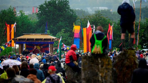 The Dalai Lama greets well wishers as he addresses a crowd gathered at the Stone Circles at Worthy Farm in Somerset during the Glastonbury Festival in Britain, June 28, 2015.  REUTERS/Dylan Martinez
