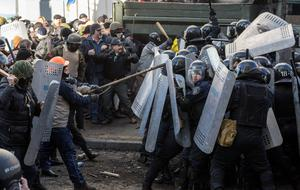 Anti-government protesters clash with Interior Ministry members in Kiev, February 18, 2014. REUTERS/Vlad Sodel