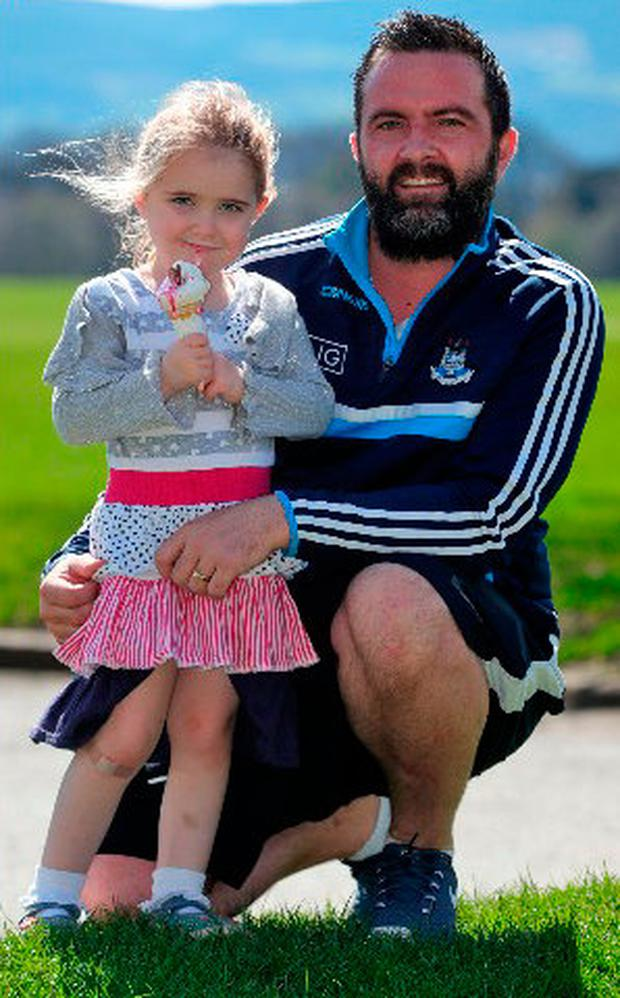 Vinny Everett from Lucan and his daughter, Sorcha (4) pictured this afternoon in the Phoenix Park enjoying the first heat and sunshine of 2018..Picture Colin Keegan, Collins Dublin.