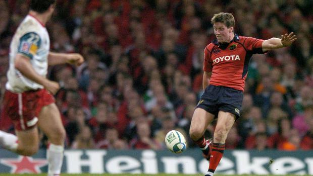 Ronan O'Gara, Munster, kicks for touch during the 2006 Heineken Cup Final between Munster and Biarritz Olympique. Picture credit; Brendan Moran / SPORTSFILE