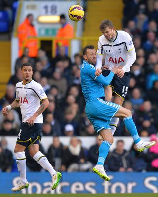 Tottenham Hotspur's Eric Dier (R) wins the ball ahead of Sunderland's Steven Fletcher (2nd R)