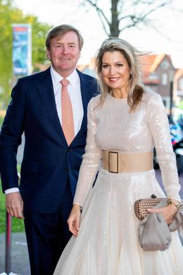 Dutch King Willem-Alexander (L) and Queen Maxima pose as they arrive for the traditional King's Day Concert in Amersfoort on April 15, 2019. (Photo by patrick van katwijk / ANP / AFP) / Netherlands