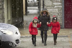14/02/2014 Dervla Leonard with Twins Amy and Ava aged 8 in the snow in Castlebar, Co. Mayo. Photo : Keith Heneghan / Phocus.