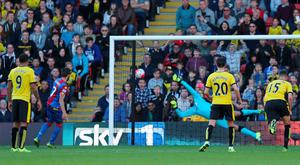Yohan Cabaye puts Palace in the lead from the penalty spot