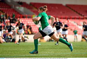 Alison Miller, Ireland, on her way to scoring her second try. Women's Six Nations Rugby Championship, Scotland v Ireland. Broadwood Stadium, Clyde FC, Glasgow, Scotland. Picture credit: Stephen McCarthy / SPORTSFILE