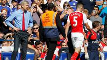 Arsene Wenger looks on as Gabriel leaves the field following his red card in the defeat against Chelsea