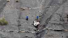 Rescue workers are seen near debris at the crash site of the Germanwings Airbus A320 near Seyne-les-Alpes, French Alps. Photo: Reuters