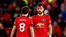 Manchester United's Juan Mata and Bruno Fernandes