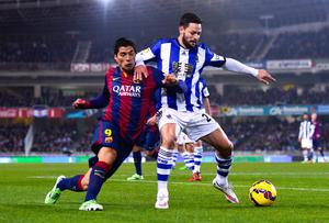 Real Sociedad's Alberto de la Bella holds off a challenge from Barcelona's Luis Suarez during their La Liga clash at Estadio Anoeta. Photo: David Ramos/Getty Images