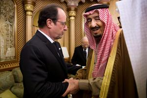French President Francois Hollande offers condoleances to Saudi King Salman following the death of Saudi King Abdullah, in Riyadh. King Abdullah bin Abdulaziz died early on Friday and his brother Salman became king of the world's top oil exporter 9REUTERS/Yoan Valat)