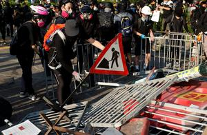 Anti-government protesters make a barricade during a march in Tuen Mun, Hong Kong, China September 21, 2019. REUTERS/Jorge Silva