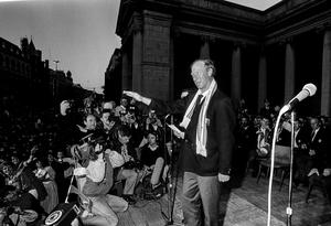 The late Jack Charlton speaks to supporters during a homecoming reception for World Cup 1990 on College Green in Dublin. Photo by Ray McManus/Sportsfile