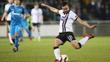 Robbie Benson (R) shoots to score their first goal during the UEFA Europa League group D football match between Dundalk and Zenit Saint Petersburg. / AFP / PAUL FAITH        (Photo credit should read PAUL FAITH/AFP/Getty Images)