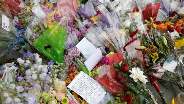 Flowers and cards are left for victims from the Library Gardens apartment building balcony collapse in Berkeley, Calif. (AP Photo/Jeff Chiu)