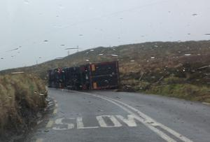 An overturned lorry at Gleann na nGealt in Kerry yesterday.