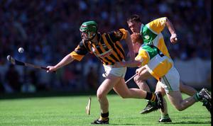 Henry Shefflin, Kilkenny, in action against Simon Whelahan in the Cats 1999 Leinster hurling final win