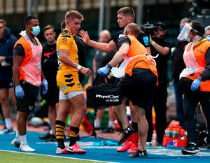 Owen Farrell of Saracens apologises to Charlie Atkinson of Wasps after being sent off for a dangerous tackle on him during the Gallagher Premiership Rugby match