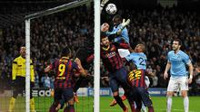 Manchester City's Yaya Toure competes with Barcelona's goalkeeper Victor Valdes