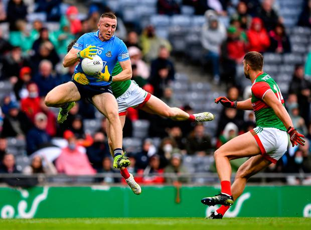 Paddy Small of Dublin in action against Eoghan McLaughlin, behind, and Aidan O'Shea of Mayo during the All-Ireland SFC semi-final at Croke Park in Dublin. Photo by Piaras Ó Mídheach/Sportsfile