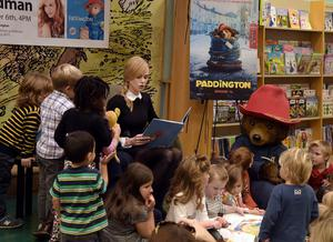 "Nicole Kidman entertains young children in Tennessee by reading ""Paddington Storytime"" at Barnes & Noble  (Photo by Rick Diamond/Getty Images for The Weinstein Company)"