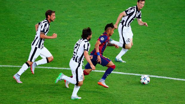 Neymar is chased by Claudio Marchisio, Andrea Pirlo and Stephan Lichtsteiner