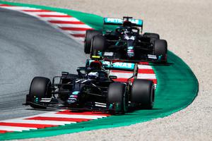 Valtteri Bottas of Finland driving the (77) Mercedes AMG Petronas F1 Team Mercedes W11 leads teammate Lewis Hamilton of Great Britain during the Austrian Grand Prix at the Red Bull Ring in Spielberg, Austria. (Photo by Bryn Lennon/Getty Images)