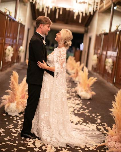 Inside Kaley Cuoco S Insanely Lavish Wedding To Karl Cook Independent Ie