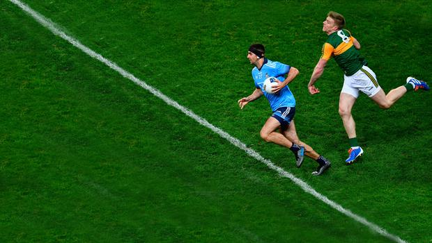 Dublin's James McCarthy gets away from Kerry's Tommy Walsh during their Allianz Football League Division 1 Round 1 match at Croke Park. Photo: Ray McManus/Sportsfile
