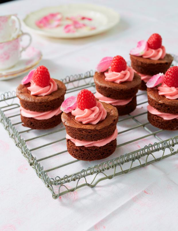 Little pink rose cakes