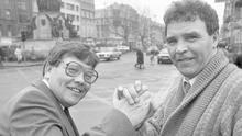 Boxing legend Harry Perry (l) pictured here with his rival Fred Tiedt on Dublin's O'Connell Street in 1986