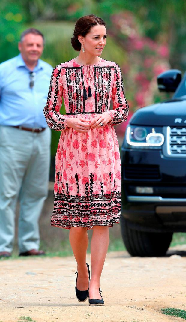 Prince William and Kate Middleton's Royal India Tour Day Four: Kate's Topshop dress retails for just €65 and she wore her Pied a Terre wedges and her Accessorize earrings once again.
