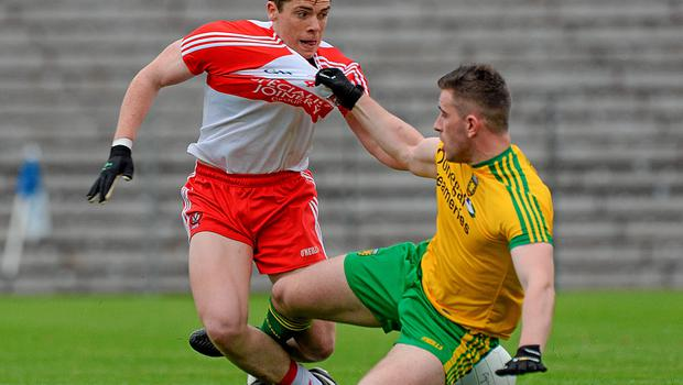 27 June 2015; Patrick McBrearty, Donegal, in action against Dermot McBride, Derry. Ulster GAA Football Senior Championship, Semi-Final, Derry v Donegal. St Tiernach's Park, Clones, Co. Monaghan. Picture credit: Oliver McVeigh / SPORTSFILE