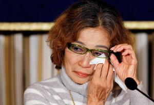 Junko Ishido, mother of Kenji Goto, a Japanese journalist being held captive by Islamic State militants along with another Japanese citizen, reacts during a news conference at the Foreign Correspondents' Club of Japan in Tokyo (REUTERS/Toru Hanai)