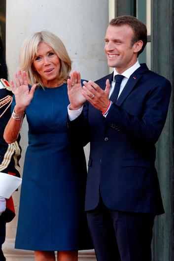 French President Emmanuel Macron and his wife Brigitte Macron applaud as France players arrive to attend a reception to honour the France soccer team after their victory in the 2018 Russia Soccer World Cup, at the Elysee Palace in Paris, France, July 16, 2018.   REUTERS/Philippe Wojazer