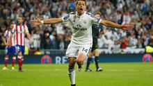 Javier Hernandez celebrates after scoring the winning goal