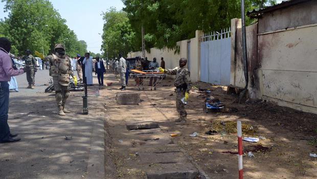 ATTENTION EDITORS - VISUAL COVERAGE OF SCENES OF INJURY OR DEATH     Security officers secure the site of a suicide bombing in Ndjamena, Chad, June 15, 2015. At least 27 people, including four suspected Boko Haram Islamist fighters, were killed and 100 others were injured on Monday in two attacks in Chad's capital, N'Djamena, which the government blamed on the Nigerian militant group. REUTERS/Moumine Ngarmbassa  TEMPLATE OUT