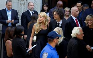 Howard Stern, center right, and his wife Beth depart a funeral service for comedian Joan Rivers at Temple Emanu-El in New York Sunday, Sept. 7, 2014. Rivers died Thursday at 81. (AP Photo/Craig Ruttle)