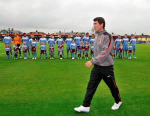 Sunderland manager Roy Keane walks out on the pitch as the Cobh Ramblers team line up in a pre-season friendly at Turner's Cross, Cork back in July 2008. Photo: David Maher / SPORTSFILE