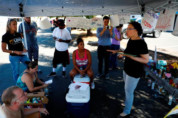 Attorney Andrea St. Julian speaks about protesters rights to a group as they gather to protest the death of Alfred Olango at the location where he was shot by El Cajon police Tuesday, in El Cajon, California, U.S. September 30, 2016. REUTERS/Patrick T. Fallon