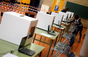 Volunteers make preparations at a polling place for the 9N consultation in Sant Feliu de Llobregat, near Barcelona