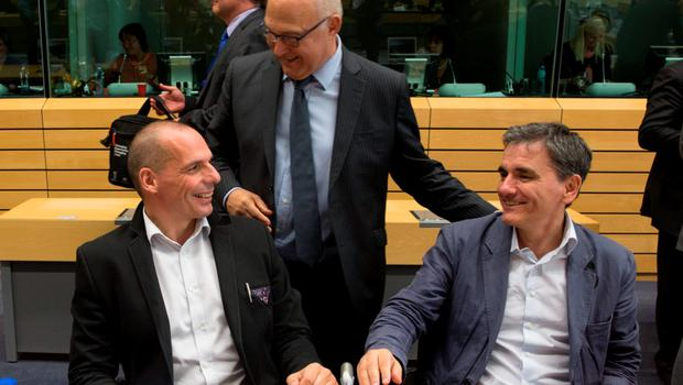 French Finance Minister Michel Sapin (C) speaks with Greek Finance Minister Yanis Varoufakis (L) and Chief Economics Spokesman of the Government of Greece Euclid Tsakalotos (R) prior to a Eurozone finance ministers emergency meeting in Brussels, Belgium, June 24, 2015. Greek Prime Minister Alexis Tsipras wrestled with creditors demanding changes to his proposed tax and reform plans on Wednesday in a last-minute race to clinch a deal to which euro zone finance ministers could agree. REUTERS/Philippe Wojazer