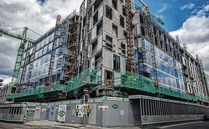 Development: The building site in Townsend Street, Dublin, where workers tested positive for the virus. Photo: Arthur Carron