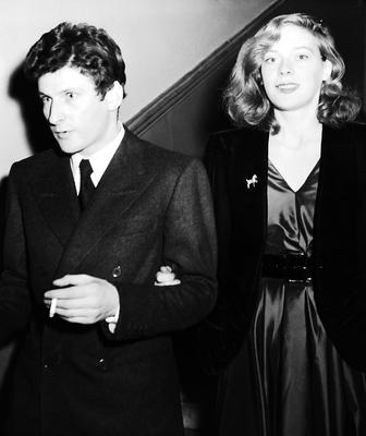German-born British painter Lucian Freud and Lady Caroline Blackwood (1931 - 1996) leaving Chelsea Register Office, London, after their wedding, December 9, 1953